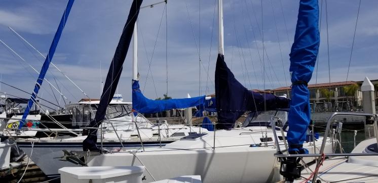 Sail and vang cover J109